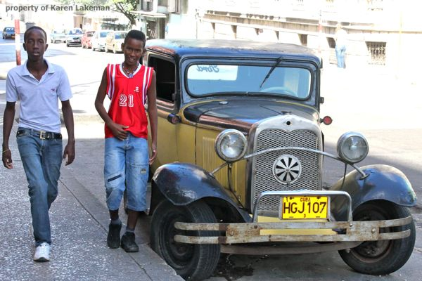 Two-boys-in-Havana